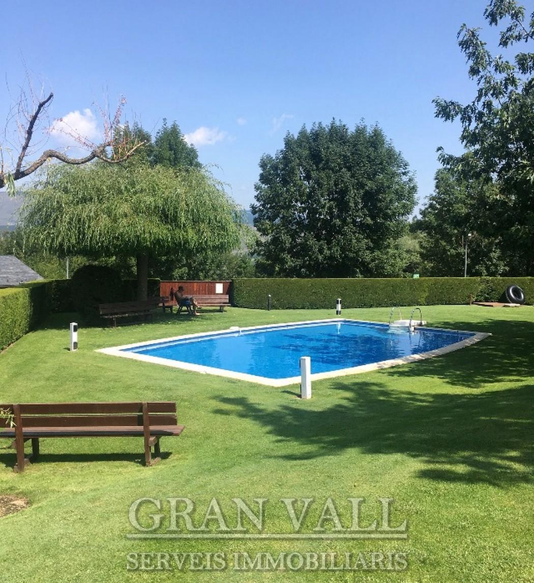 A Santa Leocadia estudi en bonica comunitat amb piscina
